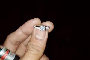 หวิดเศร้า 2 สามีภรรยาชาวจีนมาฮันนีมูนทำแหวนแต่งงานหาย โชคดีอาสาพิทักษ์หาดป่าตองช่วยหาจนพบ