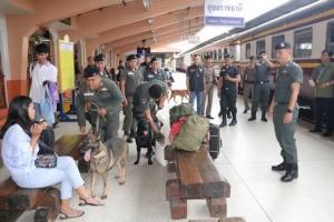 เจ้าหน้าที่ระดมกำลังตรวจค้นหายาเสพติด สิ่งของผิดกฎหมาย  ณ สถานีรถไฟจ.อุบลราชธานี ช่วงประชาชนเดินทางกลับไปทำงานที่กรุงเทพฯ