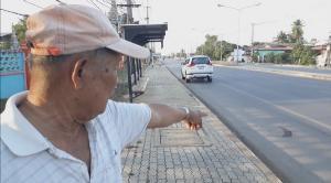 """เปิดคลิปล่า """"เก๋งตีนผี"""" พุ่งชนจักรยานลุงจิตอาสาคนสุโขทัยวัย 71 ปี หนีลอยนวล"""