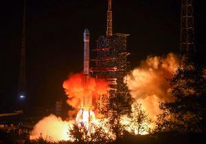 ภาพปล่อยจรวดลองมัช 3บี (Long March 3B) เมื่อ 8 ธ..ค.2018 เพื่อนำส่งยานฉางเอ๋อ 4 ไปดวงจันทร์ (STR / AFP)