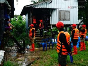 ชาวบ้านริมทะเลสาบใน จ.พัทลุง ภาวนาขออย่าให้เกิดพายุรุนแรง หวั่นทำบ้านพัง