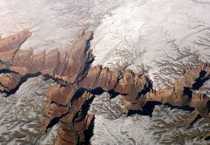 ภาพทางอากาศของอุทยานแห่งชาติแกรนด์แคนยอนที่ถูกปกคลุมด้วยหิมะ (Daniel SLIM / AFP)