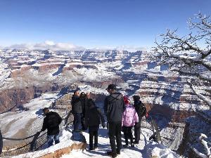 """ชมภาพหายากหิมะตกกลางทะเลทรายที่ """"แกรนด์แคนยอน"""""""