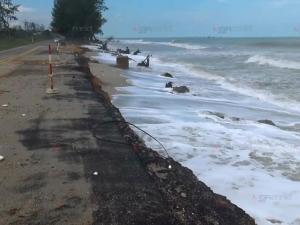 สงขลาคลื่นยังแรงสูง 2-3 เมตรอันตราย อุตุฯ เตือนงดออกจากฝั่ง