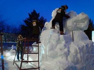 ทีมแกะสลักหิมะไทยรังสรรค์งานช่วย 13 หมูป่าฯ เผชิญอากาศหนาวจัดลุ้นพรุ่งนี้คว้าแชมป์สมัยที่ 3