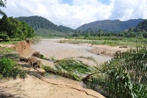 ชาวบ้านรอยต่อสุราษฎร์ฯ-นครเดือดร้อนหนัก บ้านพังทั้งหลัง น้ำป่าท่วมซ้ำ