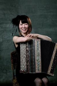 """คอดนตรีไม่ควรพลาด! """"ทัศนา นาควัชระ"""" นักไวโอลินไทย ดวลดนตรีปะทะสาวชาวญี่ปุ่น """"Kanako kato"""" นักแอคคอร์เดียน"""