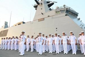 """กองทัพเรือจัดพิธีต้อนรับและขึ้นระวางประจำการ """"เรือหลวงภูมิพลอดุลยเดช"""" สมเกียรติ"""