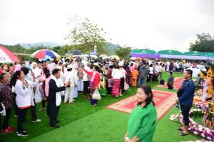 """เนืองแน่น! ชาวพุทธไทย-พม่า-ลาว-จีน แห่ร่วมงานบุญ """"55 ปีครูบาบุญชุ่ม"""" ก่อนปลีกวิเวกนาน 3 ปี 3 เดือน"""