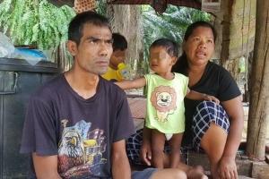 เศร้า 11 ชีวิตรันทด พ่อ แม่ ลูกไร้ที่อยู่ ต้องอาศัยเพิงพักชั่วคราวเป็นที่หลับนอน