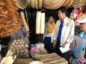"""""""หมอระวี""""นำทีมว่าที่ ผู้สมัคร ส.ส.นครปฐม- ราชบุรี บุกตลาดโค้ยกี้ ขอคะแนนเสียง ย้ำ เดินหน้านโยบายหมอประจำตัวทั่วไทย-เศรษฐกิจฐานราก"""