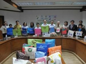 ครั้งที่แถลงโครงการพกถุงผ้าใส่ยากลับบ้าน และชวนยกเลิกการใช้ถุงพลาสติกหูหิ้ว100 % เมื่อเดือนตุลาคม 2561