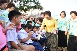 สภาสตรีฯจัดงานวันเด็ก พร้อมมอบทุนศึกษาเด็กเรียนดี ยากจน200คน