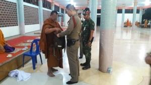 จับเจ้าอาวาสวัดหนองรี อ.บ่อพลอย จ.กาญจนบุรี  ซุกปืน .22 ในย่าม