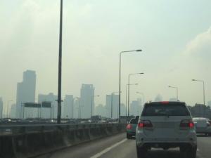ยังหนัก! สภาพอากาศกรุงเทพฯ ค่าฝุ่นละออง PM2.5 เกินมาตรฐาน ชาวเน็ตถามรัฐบาลทำอะไรอยู่