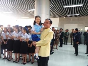 นายกฯปลื้มเด็กวัยอนุบาลพูดไทย-อังกฤษฉะฉานแนะทุกคนต้องรู้จักเรียนรู้