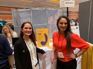Lora Haddock และผู้บริหารแบรนด์ Lora DiCarlo ในงาน CES