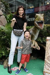 คนดังจูงลูกเที่ยวสุข สนุก หรรษา ฉลองวันเด็กแห่งชาติ