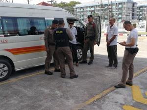 ผู้โดยสารเมายาชิงรถตู้จากขนส่งหาดใหญ่หวังขับกลับบ้าน ไม่รอดถูกโชเฟอร์ตามจับได้ทัน