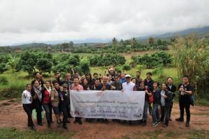 คุณโจน จันได พาชมสวนพันพรรณ ที่ อ.แม่แจ่ม ซึ่งเขาก็เข้าร่วมขับเคลื่อนสังคมเกษตรอินทรีย์