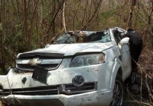 สภาพรถยนต์ที่ประสบอุบัติเหตุตกเหว จุดชมวิวช่องเขาขาดลึกกว่า 100 เมตร ทั้ง 4 ชีวิตรอดปาฏิหาริย์