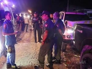 ปาเจโร่ต้องสงสัยขับพุ่งชนท้ายกระบะจอดริมถนน มีคนเจ็บ 2 ราย
