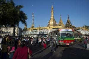 รถเมล์ย่างกุ้งปรับใหม่ใช้ระบบจ่ายค่าโดยสารผ่านบัตรสะดวกรวดเร็ว