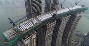 """""""ระเบียงคริสตัล""""  เชื่อมดาดฟ้าตึกสี่หลังในมหานครฉงชิ่ง"""