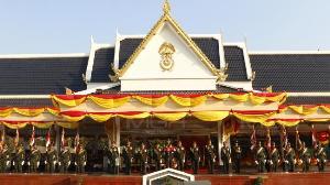 """เหล่าทัพสวนสนามวันกองทัพไทย """"บิ๊กแดง"""" ย้ำเสียสละเพื่อส่วนรวม"""