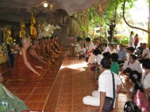 150 ญาติธรรมร่วมพิธีฉลองบวงสรวงพญานาควัดถ้ำเขาประทุน สำเร็จด้วยดี