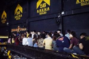 """จับผับดัง """"56 Arena Music Hall"""" ปล่อยนักเที่ยวมั่วสุมเสพยาฯ พบฉี่ม่วงกว่าร้อยราย สั่งปิด 5 ปี"""