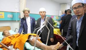 จุฬาราชมนตรีส่งผู้แทนเยี่ยมให้กำลังใจพระสงฆ์ที่ได้รับบาดเจ็บที่นราธิวาส