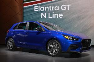 Hyundai เจาะกลุ่มตลาดรถยนต์คอมแพ็กต์ด้วยรุ่น Elantra GT N-Line สวยสปอร์ตในแบบแฮทช์แบ็ก 5 ประตู ล้อแม็ก 18 นิ้ว และเครื่องยนต์ตัวแรงแบบ 1,600 ซีซี เทอร์โบ 201 แรงม้า พร้อมเกียร์ DCT 7 จังหวะ