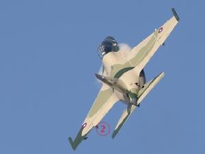 Yak-130 ความเร็วต่ำกว่าเสียงรุ่นนี้ เป็นได้ทั้งเครื่องบินฝึกและเครื่องบินโจมตี ทำให้กองทัพลาวได้กลับสู่ยุคเครื่องบินรบไอพ่นอีกครั้ง หลังจากปลด Mig-21 ไปทั้งหมดไม่กี่ปีที่ผ่านมา. Courtesy TASS.