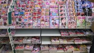 """เซเว่น-ลอว์สัน เตรียมเลิกขาย """"นิตยสารโป๊"""" ในญี่ปุ่น ก่อนสองงานกีฬาใหญ่"""
