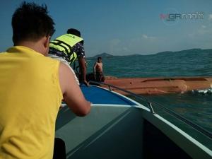 คลื่นซัดเรือประมงล่มกลางทะเลสมุย กู้ภัยเร่งช่วยเหลือลูกเรือ 4 ชีวิตปลอดภัย