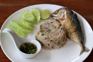 ข้าวผัดปลาทูพริกขี้หนูสด