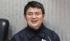 นายเซี่ยว เจียนหวา นักธุรกิจชาวจีน ซึ่งอยู่ระหว่างหลบหยีคดีปั่นหุ้นและติดสินบนเจ้าหน้าที่รัฐ โดยใช้หนังสือเดินทางของแอนติกัวแอนด์บาร์บูดา ในการเดินทางไปประเทศต่างๆ