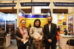 สมทรง สัจจาภิมุข รองประธานสภาอุตสาหกรรมท่องเที่ยวแห่งประเทศไทย หนึ่งในเอเยนต์ทัวร์ของไทยที่เดินทางไปร่วมงาน (กลาง)