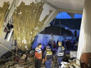 สถาบันป้องกันพลเรือนแห่งชาติเปรู (INDECI) เผยแพร่ภาพความเสียหายของโรงแรมอัลฮัมบราในเมืองอาบังไกย์ (Abancay) ซึ่งถูกดินโคลนถล่มทับขณะกำลังมีพิธีวิวาห์เมื่อวันที่ 26 ม.ค. ส่งผลให้แขกที่มางานเสียชีวิตอย่างน้อย 15 คน บาดเจ็บจำนวนมาก