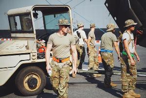"""ใจละลาย! ส่องทหารสหรัฐฯ ร่วมฝึก """"คอบร้าโกลด์ 2019"""" ขณะโหลดของที่สัตหีบ"""