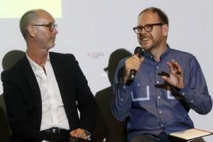คุณ David Robertson ผู้แทนจาก ย่านสร้างสรรค์เจริญกรุง หรือ Charoenkrung Creative District และ คุณ Philip Cornwel-Smith นักเขียนและคอลัมนิสต์ เจ้าของผลงาน 'Very Thai'