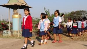 กรรม! โรงเรียนใหม่ก็ไม่รับครูฉาวเมืองเลยถูกนักเรียนไล่ไม่ให้สอน