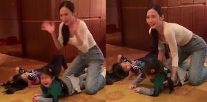 """""""อั้ม พัชราภา""""""""เหวอ! เล่นกับหลานดีๆ จู่ """"น้องมายู"""" ปล่อยโฮดังลั่น (ชมคลิป)"""