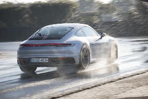 รู้จัก Wet Mode ปอร์เช่ 911  ลูกเล่นใหม่ มั่นใจ ไม่กลัวเหินน้ำ