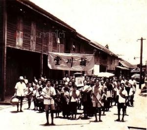 """สภาพวิถีชีวิตชุมชนชาวจีนโพ้นทะเล """"ฮกจิว"""" ที่ตลาดนาบอนเมื่อครั้งอดีต"""