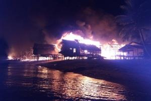 """ชวนบริจาคเงินสร้างบ้านใหม่ให้ """"ชาวมอแกน"""" และของใช้จำเป็น หลังไฟไหม้วอด"""