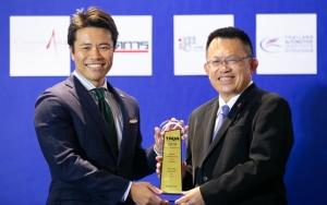 ยางรถยนต์ / บริดจสโตน โดย Mr. Hiroyuki Saito ผู้อำนวยการสายงานการตลาดและกลยุทธ์ บริษัท ไทยบริดจสโตน จำกัด รับรางวัล