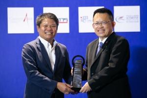 สร้างสรรค์นวัตกรรม / มาสด้า โดย อุทัย เรืองศักดิ์ ผู้จัดการอาวุโสส่วนงานประชาสัมพันธ์ มาสด้า เซลส์ ประเทศไทย รับรางวัล (ได้รางวัลนี้ 5 ปีติดต่อกัน ในปีนี้จึงรับรางวัล Excellent Award ด้วย)