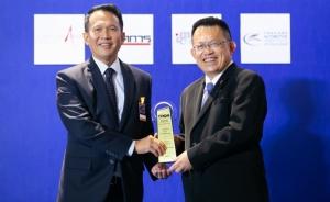 เป็นมิตรกับสิ่งแวดล้อม / โตโยต้า โดย สุรภูมิ อุดมวงศ์ ผู้ช่วยกรรมการผู้จัดการใหญ่ บริษัท โตโยต้า มอเตอร์ ประเทศไทย จำกัด รับรางวัล